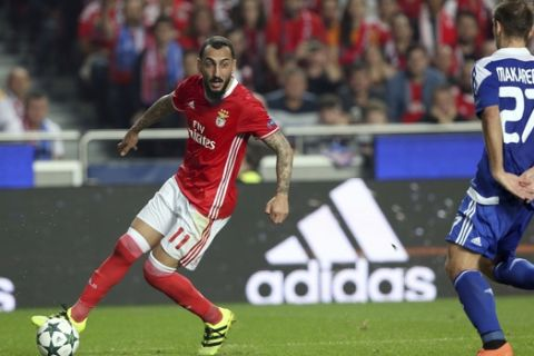 Benfica's Kostas Mitroglou, left, challenges Kiev's Yevhen Makarenko, right, during the Champions League group B soccer match between Benfica and Dynamo Kiev at the Luz stadium in Lisbon, Tuesday, Nov. 1, 2016. (AP Photo/Steven Governo)