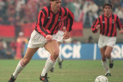 Con il Milan, durante la finale di Coppa intercontinentale giocata contro l'Olimpia a Tokyo, in Giappone, il 9 dicembre 1990.  (TOSHIFUMI KITAMURA/AFP/Getty Images)