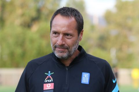 Ο Φαν Σιπ στην προπόνηση της Εθνικής Ελλάδα πριν τα φιλικά με Βέλγιο και Νορβηγία /31-5-2021