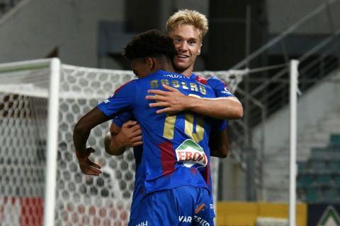 Ο Ροσέρο πανηγυρίζει το γκολ του στο Βόλος - Ατρόμητος για την 3η αγωνιστική της Super League Interwetten