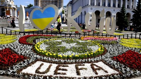 People take photographs in Independent Square in Kiev, Ukraine, Wednesday, May 23, 2018. Liverpool will play Real Madrid in the Champions League Final on May 26 at the Olympiyski stadium in Kiev. (AP Photo/Efrem Lukatsky)