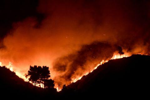 Φωτιά στη Βαρυμπόπη   6 Αυγούστου 2021