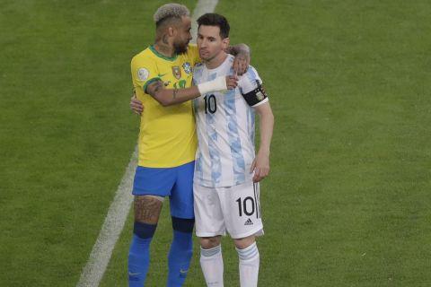 Ο Λιονέλ  Μέσι με το Νεϊμάρ στον τελικό του Κόπα Αμέρικα