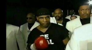 Η ανατριχιαστική είσοδος του Mike Tyson στην μάχη με τον Francois Botha