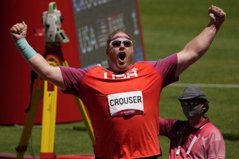 Ο Ράιαν Κρούσερ πανηγυρίζει τη νίκη του στο Τόκιο