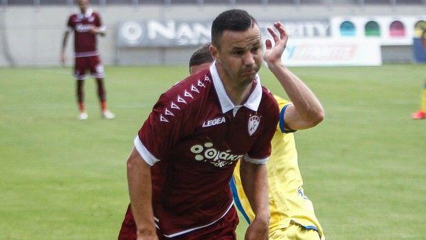 Ο Σετσέροβιτς τρέχε για την μπάλα στο ΑΕΛ - Αστέρας στα πλαίσια των playouts της Super League 2019/2020.
