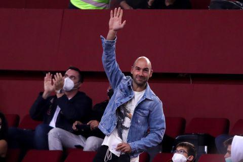 Ο Βασίλης Σπανούλης παρακολουθεί το ματς του Ολυμπιακού με την Ρεάλ από τις εξέδρες του ΣΕΦ | 8 Οκτωβρίου 2021