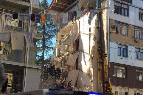 Γεωργία - Ελλάδα: Κατέρρευσε πολυκατοικία κοντά στο ξενοδοχείο της Εθνικής στο Μπατούμι