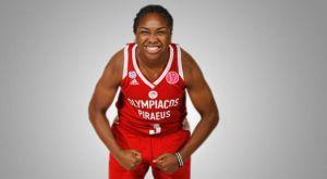 Η Τζέσικα Τόμας του Ολυμπιακού δεν μπορεί να αντισταθεί στο μπάσκετ