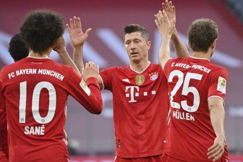 Οι παίκτες της Μπάγερν πανηγυρίζουν γκολ κόντρα στην Γκλάντμπαχ για την Bundesliga