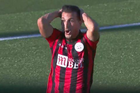 Ο Καραλιέρο απογοητευμένος μετά το γκολ που σημείωσε κόντρα στον ΠΑΟΚ
