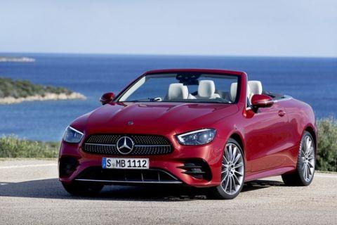 Mercedes-AMG E-Klasse Cabriolet, 2020, Outdoor, Exterieur:  designo hyazinthrot metallic, AMG-Line; Interieur:  Leder Nappa macchiatobeige/magmagrau, AMG-Line, Holz-Zierteile Esche grau offenporig // Mercedes-Benz E-Class Cabriolet, 2020, Outdoor, exterior: designo hyacinth red metallic, AMG line; interior: nappa leather macchiato beige/magma grey, AMG line, grey open-pore ash wood trim parts