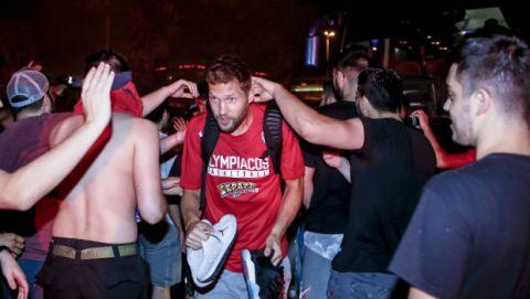 Αποθέωση στο ΣΕΦ για τον Ολυμπιακό