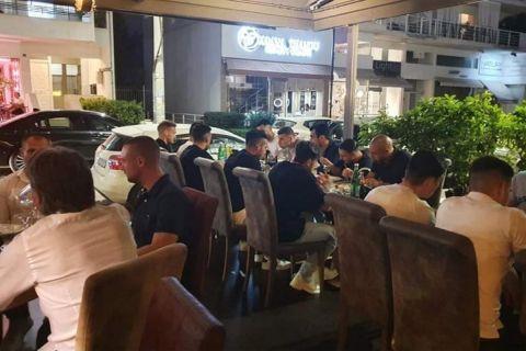 Στιγμιότυπο από το δείπνο της ΑΕΚ με τον Ιωνικό