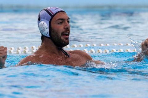 Ο Γκιουβέτσης πανηγυρίζει στον αναμέτρηση Βουλιαγμένη - Ολυμπιακός