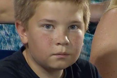 Τρομερός πιτσιρικάς τρολάρει τη μετάδοση του ESPN σε αγώνα στο NCAA!