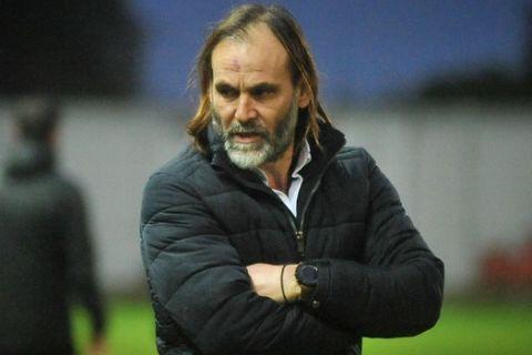 Ο Γιάννης Τάτσης προπονητής του Πλατανιά στο ματς με τον Εργοτέλη για την Super League 2.