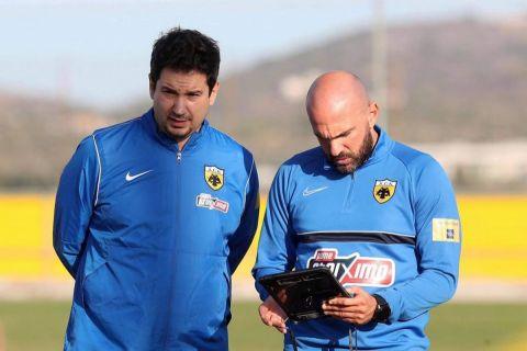 Ο Αργύρης Γιαννίκης στην πρώτη προπόνησή του ως προπονητής της ΑΕΚ