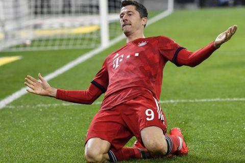 Bayern's Robert Lewandowski celebrates after he scored his side's third goal during the German Bundesliga soccer match between Borussia Moenchengladbach and FC Bayern Munich in Moenchengladbach, Germany, Saturday, March 2, 2019. (AP Photo/Martin Meissner)