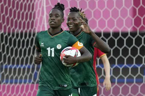 Η αρχηγός της Ζάμπια,  Μπάρμπρα Μπάντα, πανηγυρίζει γκολ απέναντι στην Κίνα στους Ολυμπιακούς Αγώνες του Τόκιο | 24 Ιουλίου 2021