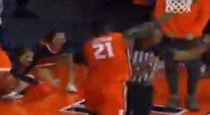 NCAA: Παίκτης έριξε κατά λάθος γροθιά στο πρόσωπο διαιτητή ενώ πανηγύριζε!