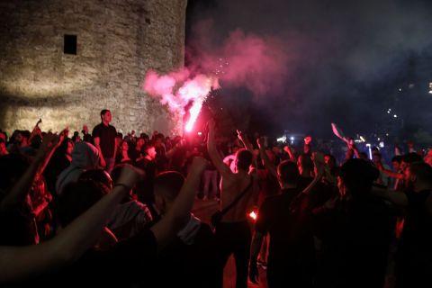 Φίλοι του ΠΑΟΚ πανηγυρίζουν στον Λευκό Πύργο την κατάκτηση του Κυπέλλου Ελλάδας 2020-2021 | Σάββατο 22 Μαΐου 2021