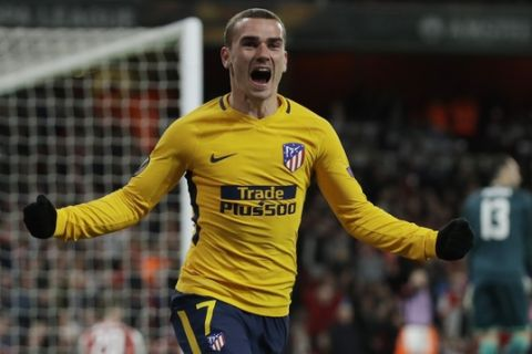 Atletico's Antoine Griezmann celebrates after scoring the first goal of his team during the Europa League semifinal first leg soccer match between Arsenal FC and Atletico Madrid at Emirates Stadium in London, Thursday, April 26, 2018. (AP Photo/Matt Dunham)