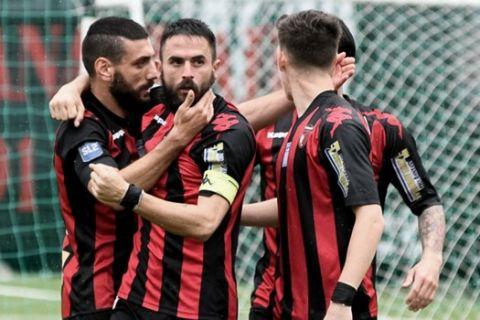 Οι παίκτες της Παναχαϊκής πανηγυρίζουν γκολ κόντρα στην Ιεράπετρα για την 3η αγωνιστική της Super League 2.