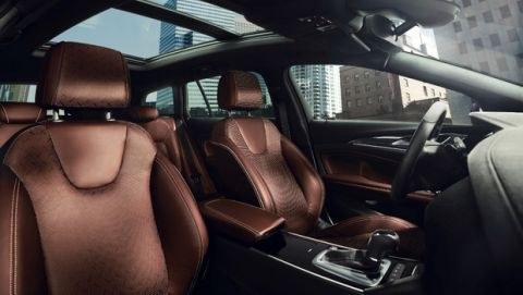 Fine sight: The interior of the Opel Insignia Sports Tourer looks even more elegant thanks to the additional light that the large panoramic sliding glass roof lets in.