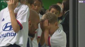 Ο γιος του τερματοφύλακα της Σεντ Ετιέν έκλαιγε επειδή φορούσε φανέλα της Λιόν