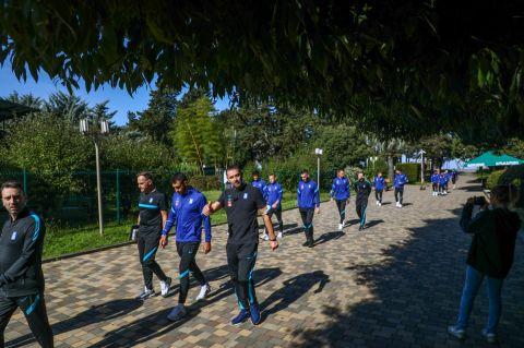 Εθνική Ελλάδας: Τα φωτογραφικά καρέ από τη βόλτα των διεθνών μέσα στο καταπράσινο τοπίο