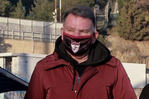 Ο Αλέκης Κούγιας στο περιθώριο του αγώνα Λαμία - ΑΕΛ