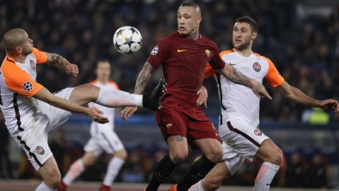 Shakhtar's Yaroslav Rakytskyy, left, and Roma's Radja Nainggolan vie for the ball during a Champions League round of 16 second-leg soccer match between Roma and Shakhtar Donetsk, at the Rome Olympic stadium, Tuesday, March 13, 2018. (AP Photo/Gregorio Borgia)