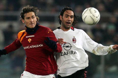 """Οι Φραντσέσκο Τότι και Αλεσάντρο Νέστα σε ματς πρωταθλήματος μεταξύ Ρόμα και Μίλαν στο """"Ολίμπικο"""" (15 Ιανουαρίου 2006)"""