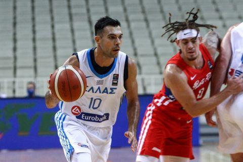 Ο Κώστας Σλούκας σε φάση από τον αγώνα Ελλάδα - Πουέρτο Ρίκο για το τουρνουά Ακρόπολις 2021