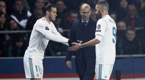 Real Madrid's Karim Benzema, right, leaves the pitch as his teammate Gareth Bale takes his place during the round of 16, 2nd leg Champions League soccer match between Paris Saint-Germain and Real Madrid at the Parc des Princes Stadium in Paris, Tuesday, March 6, 2018. (AP Photo/Francois Mori)