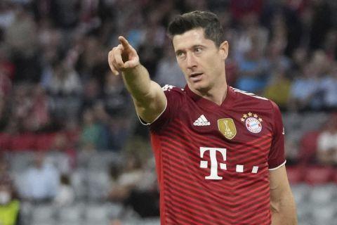 Ο Ρόμπερτ Λερβαντόβσκι πανηγυρίζει γκολ του μεταξύ της Μπάγερν και την Άιντραχτ για την Bundesliga.