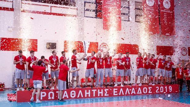 Handball Premier: Η απονομή του Ολυμπιακού στο Ρέντη!