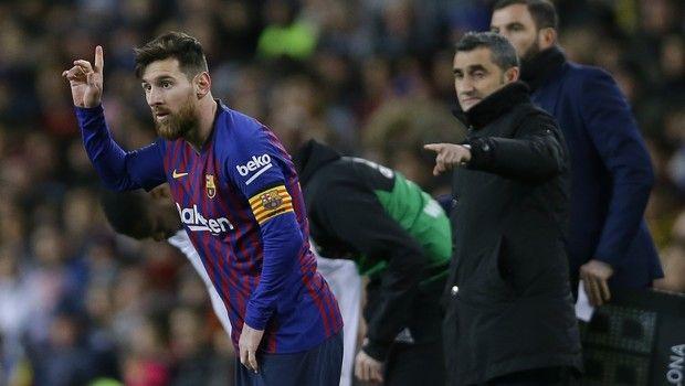 5337c08a19cd Ο Λιονέλ Μέσι αποχώρησε με χτύπημα στο πόδι στο φινάλε του ματς με την  Βαλένθια και σύμφωνα με τα ισπανικά ΜΜΕ κάνει αγώνα δρόμου να προλάβει τον  πρώτο ...