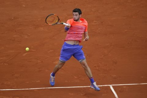 France's Quentin Halys returns the ball to Spain's Rafael Nadal during their first round match of the French Open tennis tournament at the Roland Garros stadium, Tuesday, May 26, 2015 in Paris, . (AP Photo/Michel Euler)
