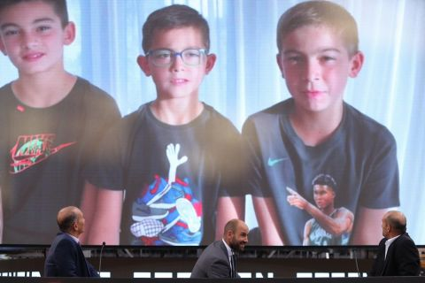 Οι γιοι του Βασίλη Σπανούλη στέλνουν μήνυμα στον πατέρα τους στην εκδήλωση της ΚΑΕ Ολυμπιακός προς τιμήν του Σπανούλη