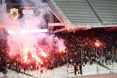 Στιγμιότυπο από την αναμέτρηση της ΑΕΚ με τον Ιωνικό στο ΟΑΚΑ για την πρεμιέρα της Super League Interwetten