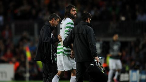 BARCELONA, SPAIN - OCTOBER 23:  Giorgos Samaras (C) of Celtic FC is being helped off the pitch after injuring himself during the UEFA Champions League group G match between FC Barcelona and Celtic FC at the Camp Nou stadium on October 23, 2012 in Barcelona, Spain.  (Photo by Jasper Juinen/Getty Images)