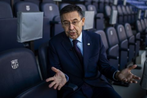 Ο Τζουζέπ Μαρία Μπαρτομέου κατά τη διάρκεια συνέντευξης στο Camp Nou