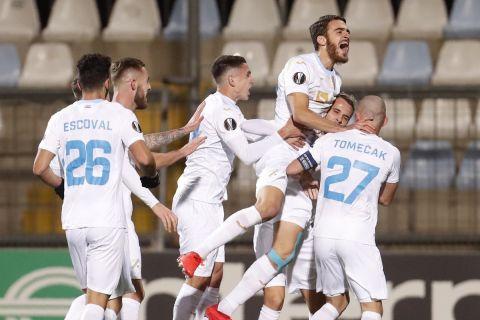 """Οι παίκτες της Ριέκα πανηγυρίζουν γκολ που σημείωσαν κόντρα στη Νάπολι για τη φάση των ομίλων του Europa League 2020-2021 στο """"Ρουγέβιτσα"""", Ριέκα   Πέμπτη 5 Νοεμβρίου 2020"""