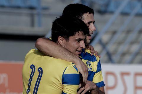 Οι παίκτες του Αστέρα Τρίπολης πανηγυρίζουν το γκολ που σημείωσαν στη φιλική αναμέτρηση με τον Απόλλωνα Σμύρνης