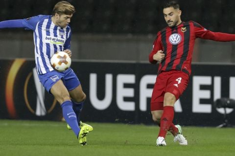Hertha's Alexander Esswein, left, and Ostersund's Sotirios Papagiannopoulos, right, challenge for the ball during the Europa League Group J soccer match between Hertha BSC and Ostersunds FK in Berlin, Germany, Thursday, Dec. 7, 2017. (AP Photo/Michael Sohn)