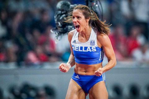 Η Κατερίνα Στεφανίδη, πανηγυρίζει μετά από άλμα της στο Παγκόσμιο Πρωτάθλημα της Ντόχα