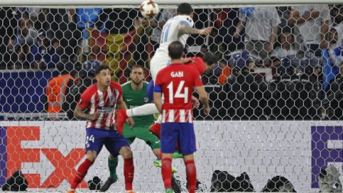Atletico's goalkeeper Jan Oblak, center in green, watches as Marseille's Kostas Mitroglou heads the ball during the Europa League Final soccer match between Marseille and Atletico Madrid at the Stade de Lyon in Decines, outside Lyon, France, Wednesday, May 16, 2018. (AP Photo/Francois Mori)