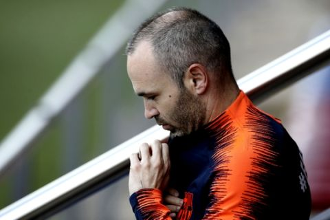 FC Barcelona's Andres Iniesta takes part in a training session at the Sports Center FC Barcelona Joan Gamper in Sant Joan Despi, Saturday, May 5, 2018. FC Barcelona will play against Real Madrid in a Spanish La Liga soccer match on Sunday.(AP Photo/Manu Fernandez)